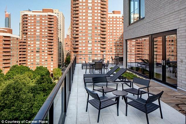 Sân thượng có thể dùng là nơi thư giãn cho cư dân