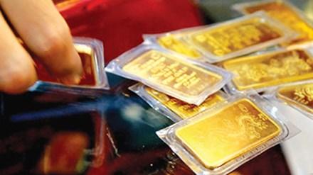"""Vàng thế giới """"điên loạn"""", vàng trong nước nhảy vọt lên sát 35,5 triệu đồng/lượng"""