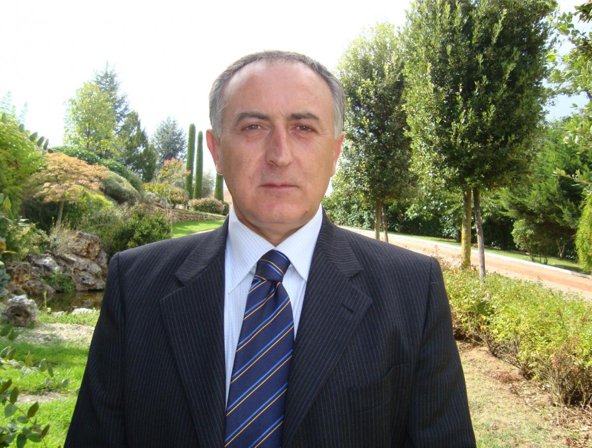 Ý: Thị trưởng rao bán cả thị trấn trên Facebook