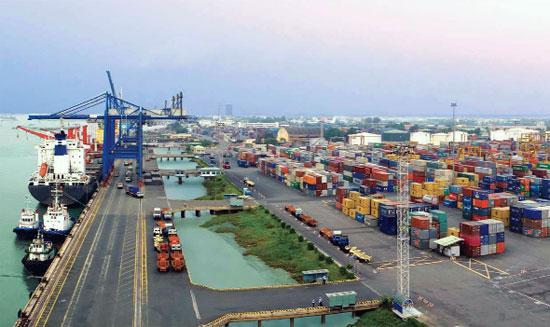 Xuất nhập khẩu đóng góp lớn cho tăng trưởng.