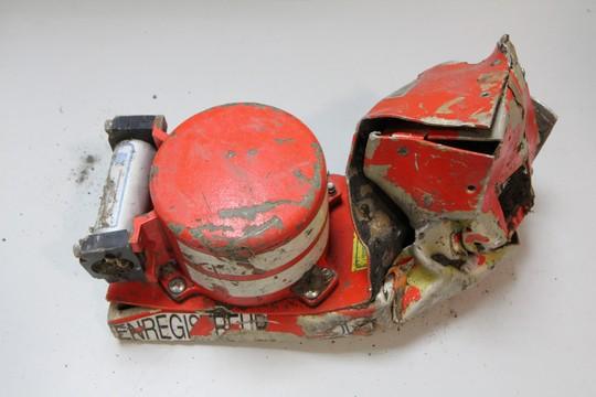 Hộp đen thứ nhất bị hư hại sau tai nạn song dữ liệu vẫn phân tích được. Ảnh: BEA