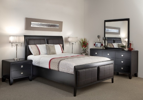 Gương chiếu thẳng vào giường ngủ sẽ tạ cảm giác lo âu, thấp thỏm cho gia chủ.