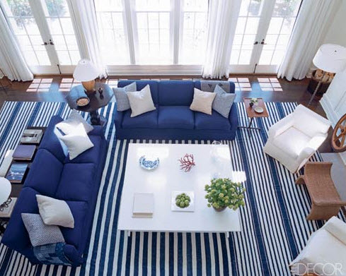 Một căn phòng với tông màu xanh nổi bật