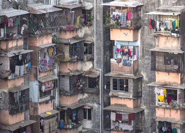 Dharavi - nằm ở trung tâm Mumbai (Ấn Độ) - là một trong những khu ổ chuột lớn nhất châu Á. Có hơn 1 triệu người sinh sống ở đây.