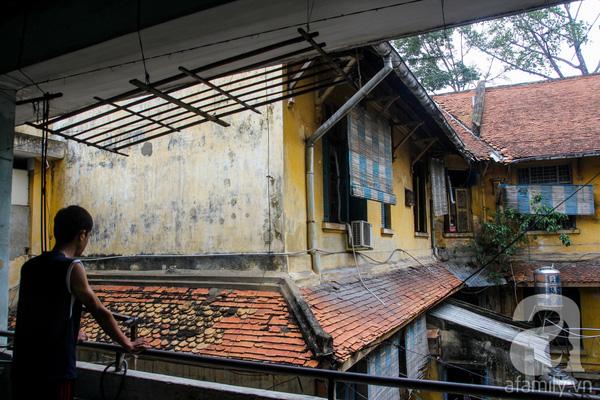 Một căn biệt thự khác ở ngay góc đường An Dương Vương cũng xây dựng từ thời Pháp và chưa được tu sửa. Hiện nay, nhà này là nơi ở của ít nhất 20 người là nhân viên của trường ĐH Sư phạm TP.HCM.