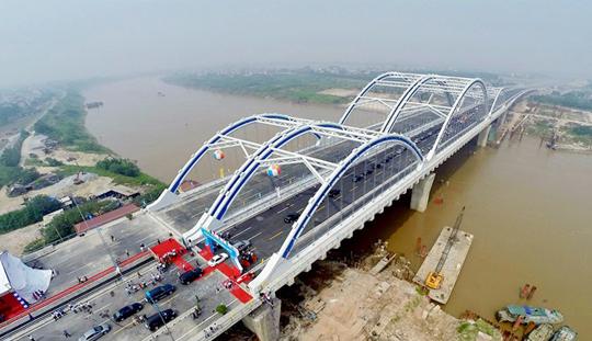 Cầu Đông Trù (hạng mục nằm trong Dự án Đường 5 kéo dài) - một trong 2 dự án trọng điểm của Ban lý Dự án Hạ tầng Tả Ngạn.