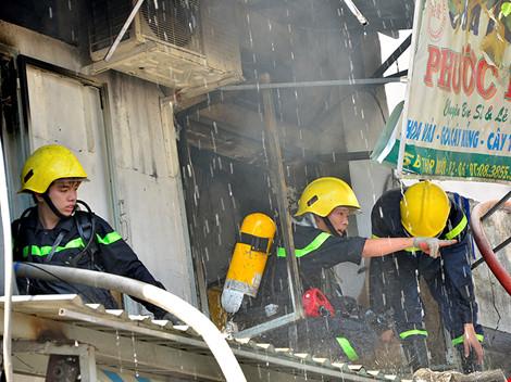 Lực lượng CSPCCC nhanh chóng có mặt khống chế ngọn lửa