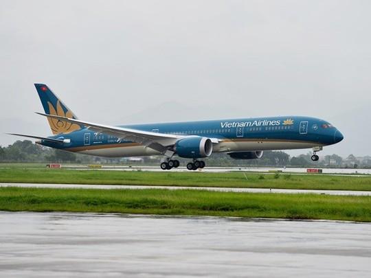Chiếc máy bay Boeing 787-9 Dreamliner của Vietnam Airlines hạ cánh xuống sân bay Nội Bài - Ảnh do Vietnam Airlines cung cấp