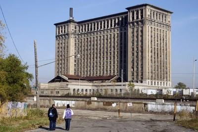 Nhiều tòa nhà chọc trời tại Detroit hiện tại đều bị bỏ hoang.