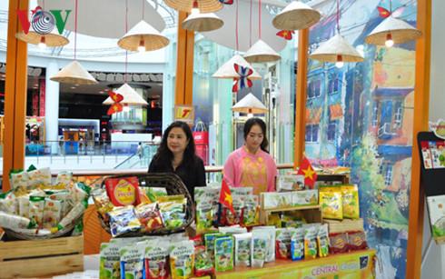 Các gian hàng Việt tại Central World