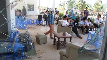 Văn phòng Ban điều hành dự án khu đô thị Golden Hills bị đập phá tan tành vào đêm 30/8/2011
