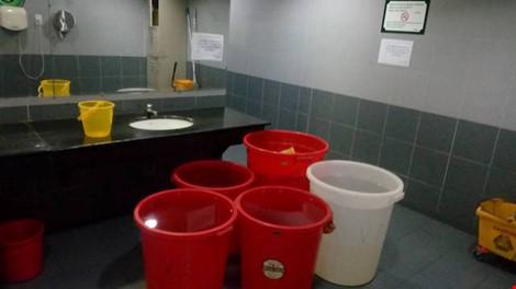 Big C phải đem thau chậu ra trữ nước. Ảnh: Big C cung cấp tại cuộc làm việc