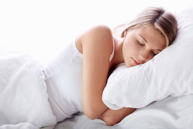 Cắt đường khỏi chế độ ăn, bạn có thể ngủ tốt hơn