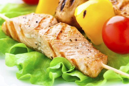 Lựa chọn cá hồi cho bữa tối là bước đệm hoàn hảo giúp bạn ngủ ngon.