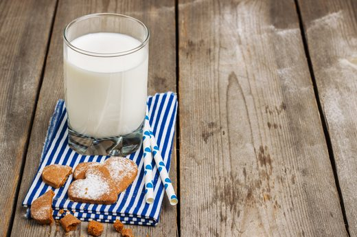 Một nghiên cứu được công bố trên Tạp chí Menopause 2011 cho thấy, các sản phẩm sữa đậu nành có thể giúp giảm chứng mất ngủ ở phụ nữ mãn kinh.