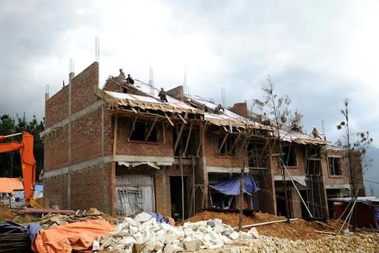 Dãy nhà phố đang xây dựng