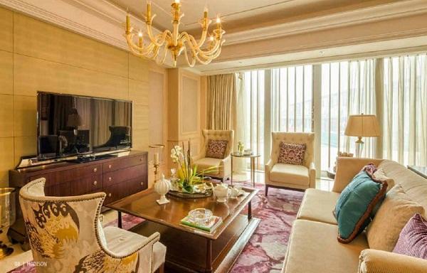 Phòng khách được thiết kế với nội thất sang trọng