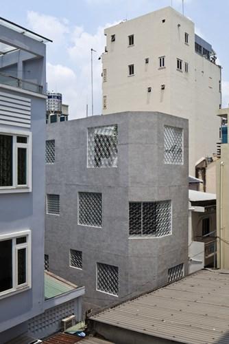 Nhìn bề ngoài ngôi nhà có hình dạng khá đơn giản.