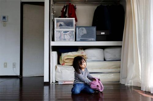 Dù gia đình có con nhỏ hơn 2 tuổi nhưng nhà của Numahata vẫn rất gọn gàng và vô cùng ít đồ đạc.
