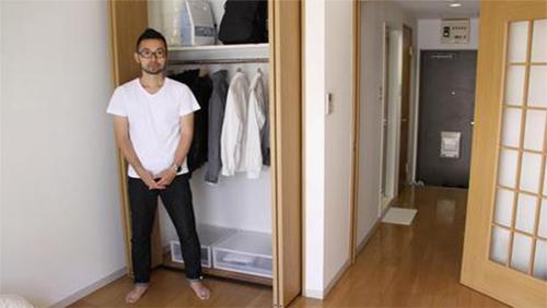 Tủ quần áo tối giản của Fumio.