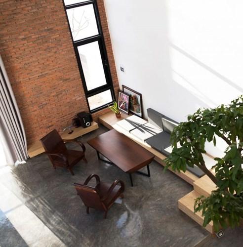 Bên trong căn nhà được thiết kế đơn giản nhưng vô cùng thoáng rộng và tràn ngập ánh sáng tự nhiên.