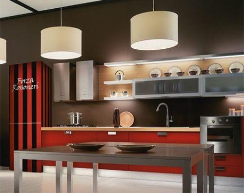 Nếu bạn ưa thích phong cách hiện đại, tủ lạnh hai màu sắc đỏ và đen kết hợp cùng với sàn gạch trắng bóng, bàn gỗ cùng hệ thống chiếu sáng thông minh chắc chắn sẽ làm hài lòng bạn.