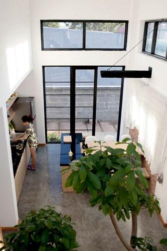 Góc nhà bếp được thiết kế nhỏ gọn và sáng sủa.