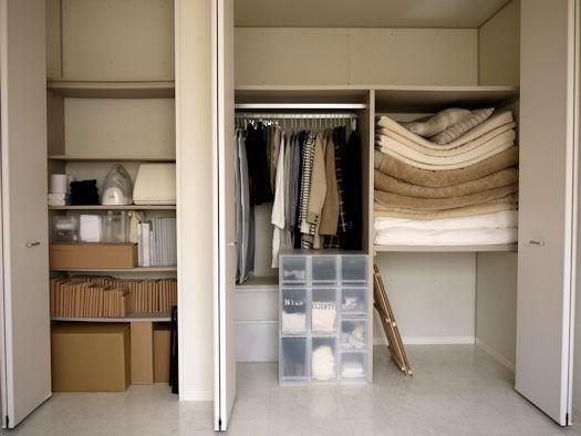 Trong quá khứ, căn hộ của Sasaki chứa nhiều sách, dụng cụ âm nhạc và đĩa CD, cũng như một chiếc tivi màn hình lớn và quần áo thời trang.