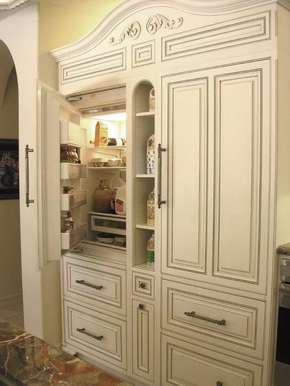 Những chi tiết phức tạp và thiết kế đối xứng nhiều ô không ai có thể nhận ra bên trong lại là tủ lạnh.