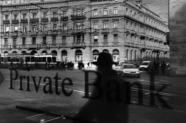 Quang cảnh nhìn từ cửa sổ của một ngân hàng tư nhân ở Paradeplatz, Zurich - khu vực được coi là biểu tượng của ngành ngân hàng Thụy Sĩ.