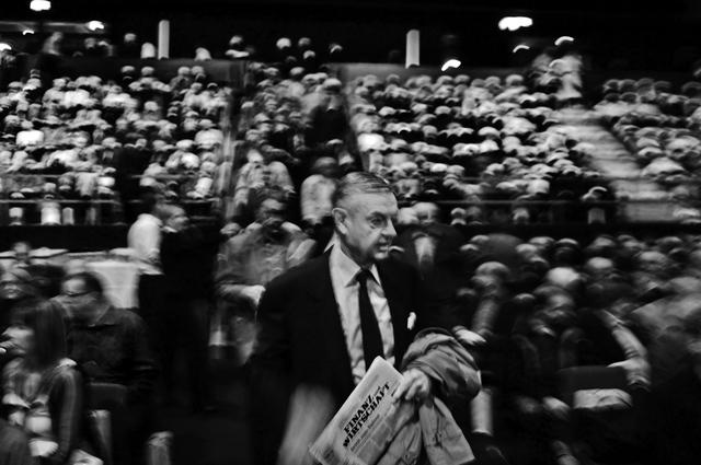 Quang cảnh đại hội cổ đông thường niên của ngân hàng UBS. Sự kiện được tổ chức tạimột nhà hát ở Basel.