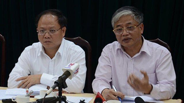 Thứ trưởng Doãn Mậu Diệp (phải) và Phó chủ tịch UBND TP.HCM Tất Thành Cang trao đổi với báo chí về nội dung các điều Luật BHXH - Ảnh: Đ.Thanh
