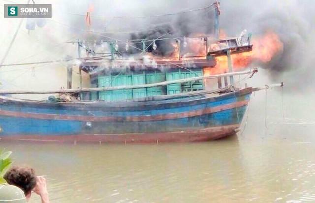 Ngọn lửa được cho là phát ra từ buồng lái tàu.