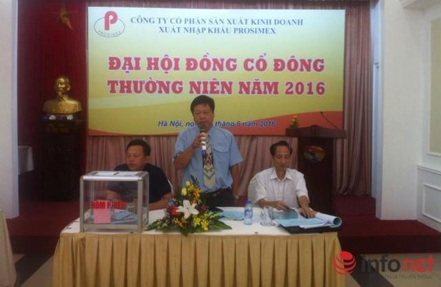 Ông Lữ Văn Sơn (đứng), Chủ tịch HĐQT Công ty Prosimex, trở thành tâm điểm của cuộc họp.