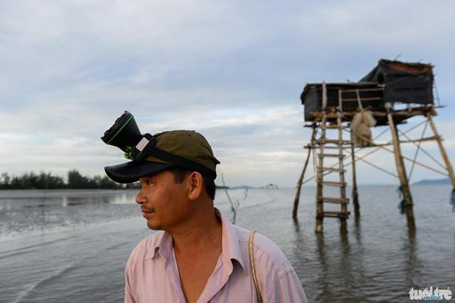 Anh Nguyễn Thanh Phương người có 7ha nghêu nằm trong khu vực nghêu chết nhiều ở Cần Giờ. Anh cho hay từ năm 2007 tới giờ nghêu chết 30-40% cũng thường, nhưng năm nay khu vực gần bờ nghêu chết tới tỉ lệ 80% là chưa từng thấy.
