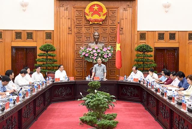 Thủ tướng làm việc với lãnh đạo tỉnh Hải Dương. Ảnh: VGP/Quang Hiếu