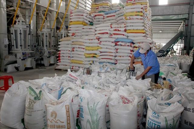 Chế biến gạo xuất khẩu tại Xí nghiệp Chế biến lương thực cao cấp Tân Túc,huyện Bình Chánh, TP Hô Chí Minh. (Ảnh: Đình Huệ/TTXVN)