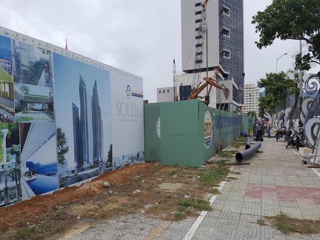 Dự án Ánh Dương - Soleil Đà Nẵng đang được triển khai tổ hợp của 3 khối chung cư cao 47 tầng với khoảng 1.000 căn hộ cao cấp và 1 khối khách sạn và căn hộ khách sạn cao 58 tầng.