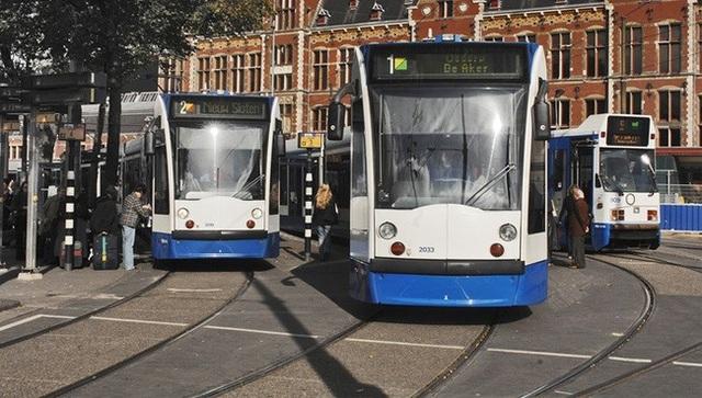 Hệ thống tàu điện vẫn còn được sử dụng tại Amsterdam.