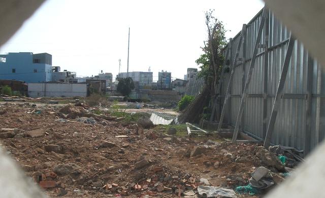 Bên trong khu đất rộng hơn 7.000 m2 giáp 3 mặt tiền đường, chuẩn bị trở thành tâm điểm của thị trường nhà ở quanh sân bay.