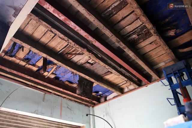 Hầu hết mái nhà đều bị mục nát.