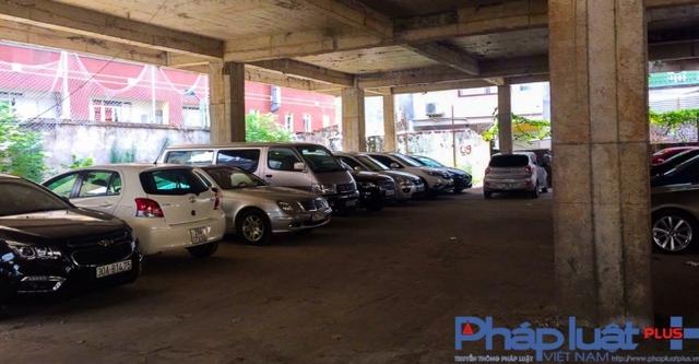 Hàng trăm chiếc ô tô được trông giữ mỗi ngày