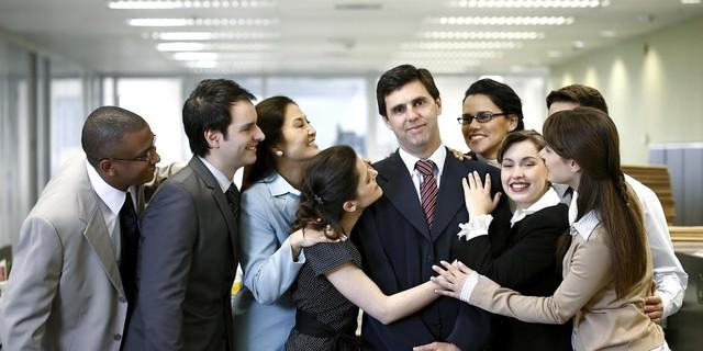 Người lãnh đạo tốt là người có khả năng và đáng tin cậy, đảm bảo luôn hỗ trợ cho nhân viên với tất cả trách nhiệm, dẫn dắt nhóm hướng tới mục tiêu chung.