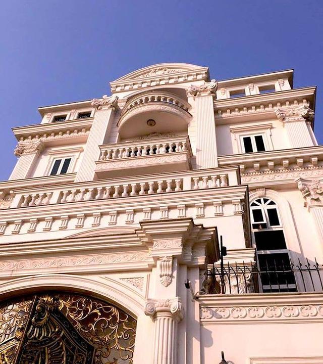 Nếu nhìn từ tầng cao nhất của căn biệt thự có thể thấy được 1 khu vực rộng lớn của Sài Gòn.