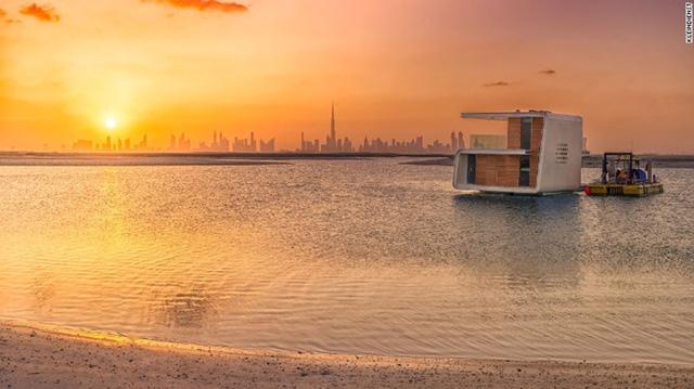 """Được gợi cảm hứng từ sự huyền bí của biển cả, Kleindienst đã nghiên cứu về những dự án dưới mặt nước hàng thập kỉ cho tới khi giấc mơ thành sự thật vào năm 2008 như một phần của dự án """"The World"""" bên bờ biển Dubai."""