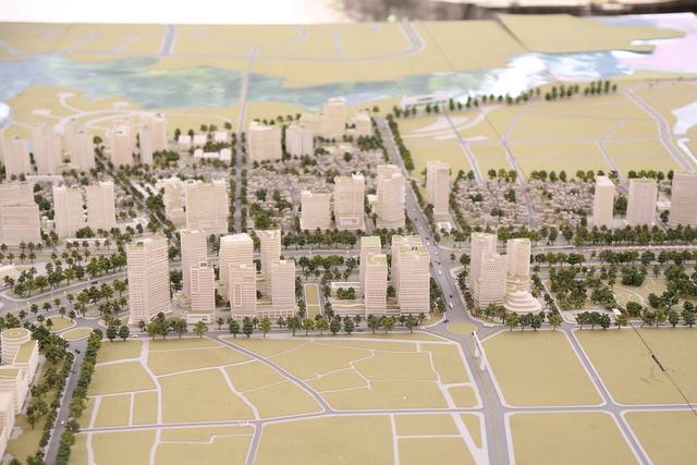 Cũng theo đơn vị quy hoạch, cùng với tháp tài chính, dọc tuyến đường còn có điểm nhấn kiến trúc là công trình tháp đôi cửa ngõ tại phía Nam đường vành đai 3; các công trình công cộng, thương mại dịch vụ triển lãm kết hợp với không gian xanh đầm Sơn Du; khu vực tổ hợp các công trình nhà cao tầng kế cận nút giao giữa đường Nhật Tân - Nội Bài và quốc lộ 5 kéo dài.