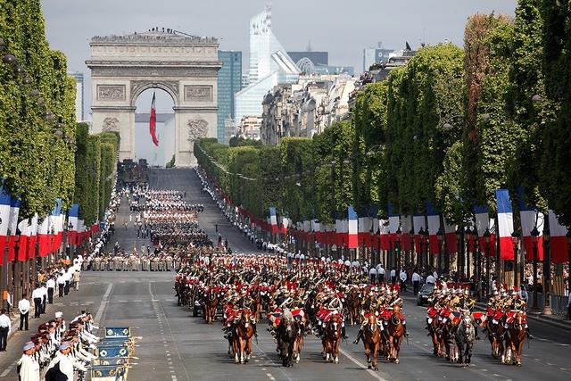 Diễu hành ở Pháp ngày Quốc khánh 2015 (Ảnh: Internet)