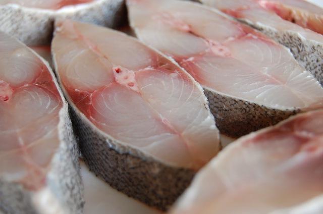 Axit béo Omega-3 DHA (axit docosahexaenoic) có trong cá vô cùng quan trọng cho phát triển trí não và mắt, đặc biệt ở trẻ nhỏ. Omega-3 cũng được chứng minh làm giảm nguy cơ bệnh tiểu đường loại 1 ở trẻ em.