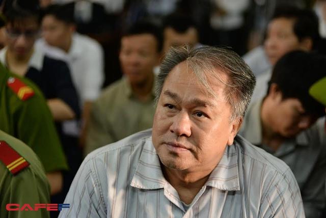 Thầy lang Phạm Công Danh cùng với Tập đoàn Thiên Thanh được mời về để chữa bệnh nan y cho Ngân hàng Xây Dựng. Ảnh: Trần Quang.
