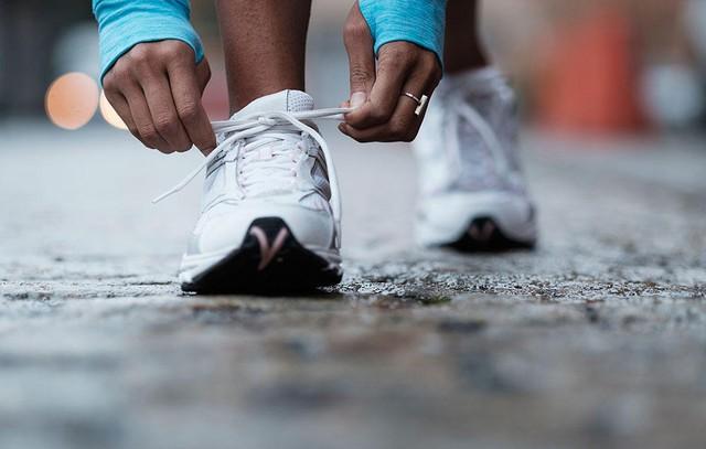 Nên sử dụng giầy chuyên dụng khi đi bộ để đạt hiệu quả tốt nhất.